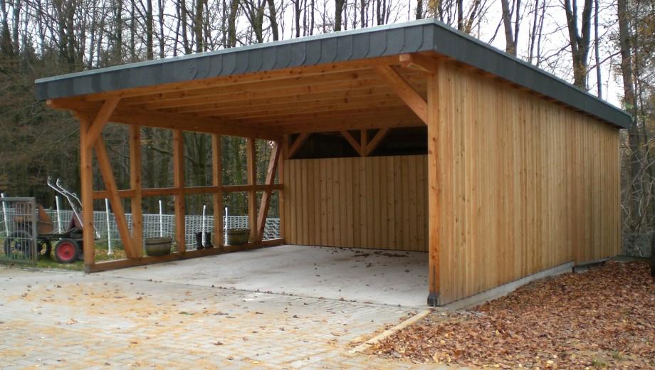 Flachdachcarport aus Lärchenholz